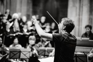 Dirigent Michael Böttcher im Einsatz